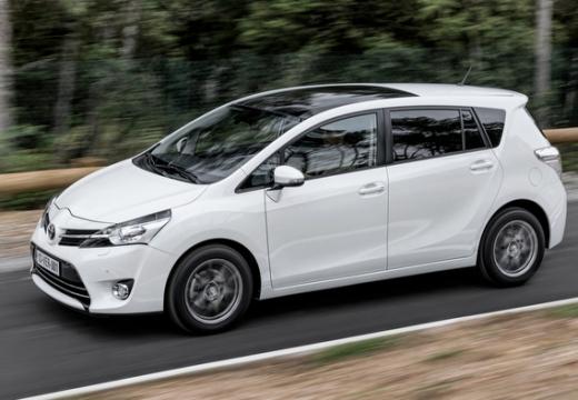 Toyota Verso II kombi mpv biały przedni lewy
