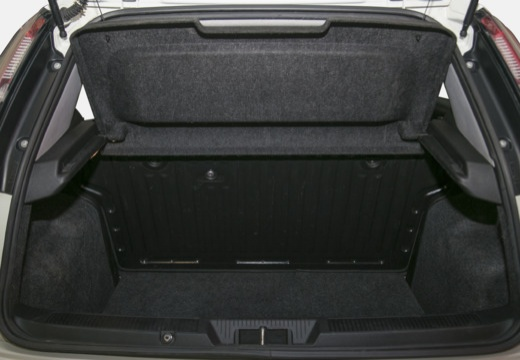 FIAT Punto Evo hatchback biały przestrzeń załadunkowa