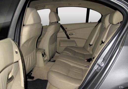 BMW Seria 5 E60 I sedan wnętrze