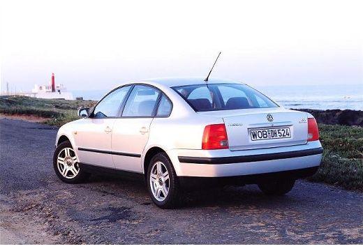 VOLKSWAGEN Passat III sedan silver grey tylny lewy