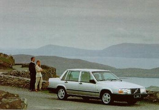VOLVO 740 I sedan silver grey przedni prawy