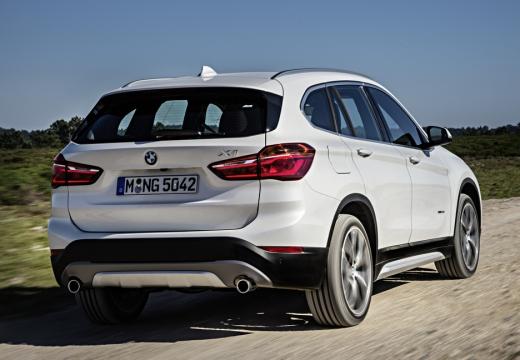 BMW X1 kombi biały tylny prawy