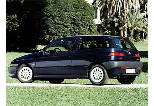 ALFA ROMEO 145 hatchback niebieski jasny boczny lewy