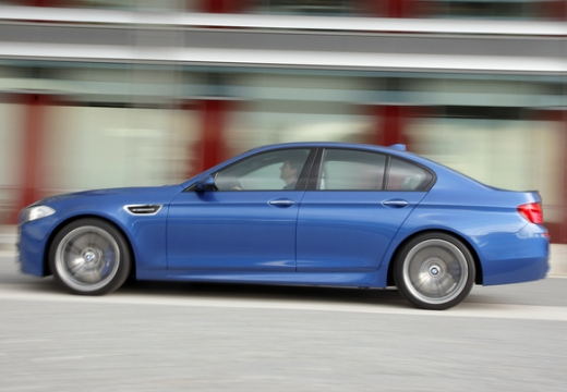 BMW Seria 5 F10 I sedan niebieski jasny boczny lewy