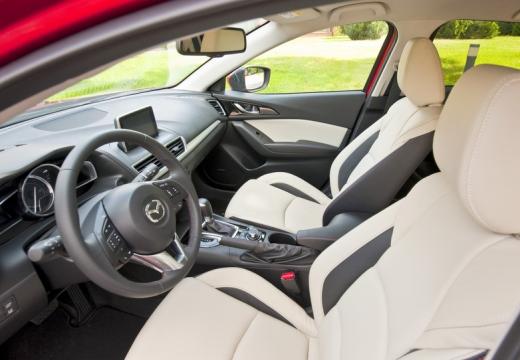 MAZDA 3 V hatchback wnętrze