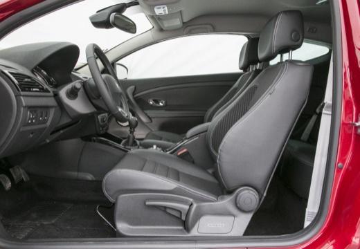 RENAULT Megane III Coupe III hatchback czerwony jasny wnętrze