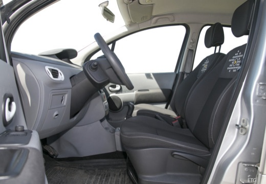 RENAULT Modus II hatchback wnętrze