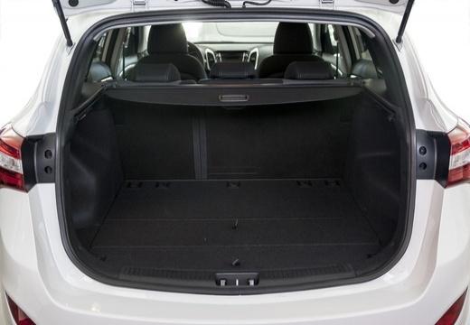 HYUNDAI i30 Wagon I kombi biały przestrzeń załadunkowa