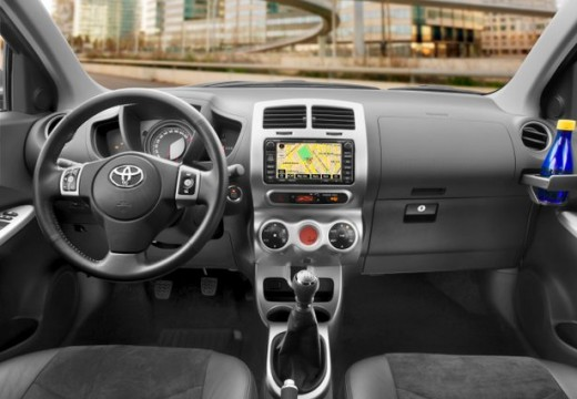 Toyota Urban Cruiser I hatchback tablica rozdzielcza
