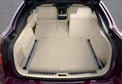 BMW X6 X 6 E71 hatchback czerwony jasny przestrzeń załadunkowa