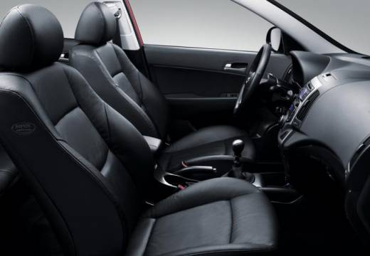 HYUNDAI i30 I hatchback silver grey wnętrze