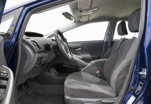 Toyota Prius II hatchback niebieski jasny wnętrze