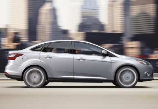 FORD Focus V sedan silver grey boczny prawy