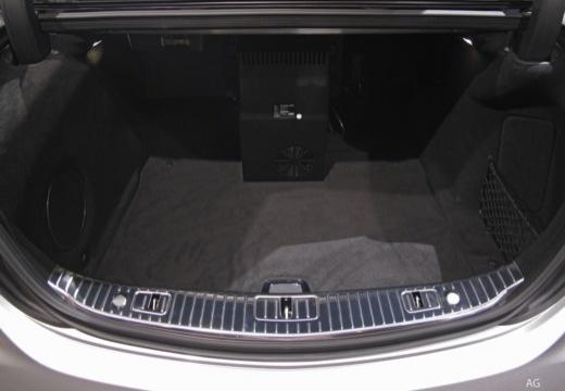 MERCEDES-BENZ S Klasa sedan przestrzeń załadunkowa
