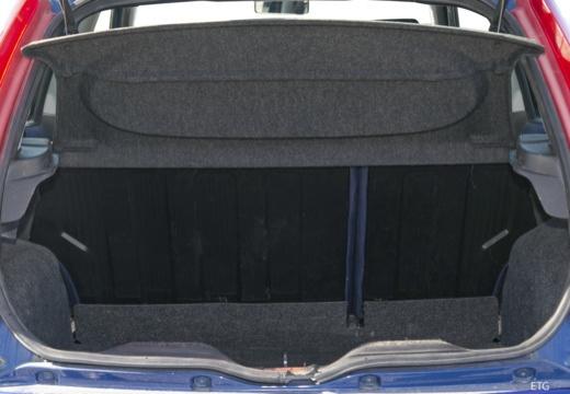 FIAT Punto II I hatchback przestrzeń załadunkowa