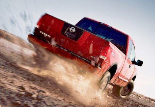 NISSAN Titan pickup czerwony jasny tylny prawy