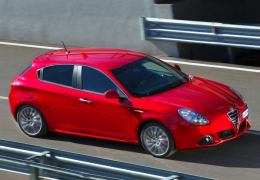 ALFA ROMEO Giulietta II hatchback czerwony jasny przedni prawy