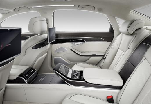 AUDI A8 4N sedan wnętrze