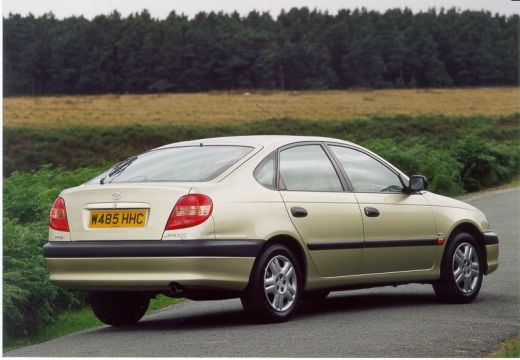 Toyota Avensis hatchback złoty tylny prawy