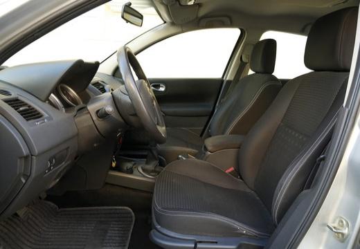 RENAULT Megane II II sedan wnętrze