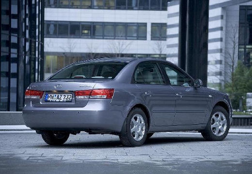 HYUNDAI Sonata VI sedan silver grey tylny prawy