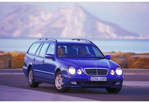 MERCEDES-BENZ Klasa E S 210 II kombi niebieski jasny przedni prawy