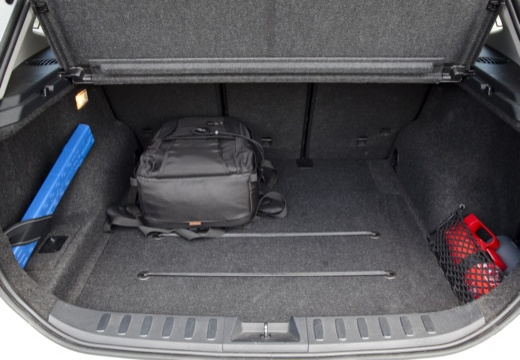 BMW X1 X 1 E84 I kombi silver grey przestrzeń załadunkowa