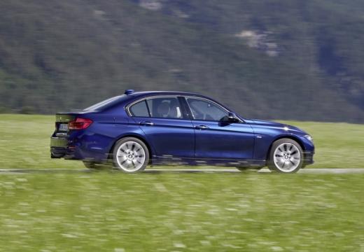 BMW Seria 3 F30/F80 sedan niebieski jasny boczny lewy