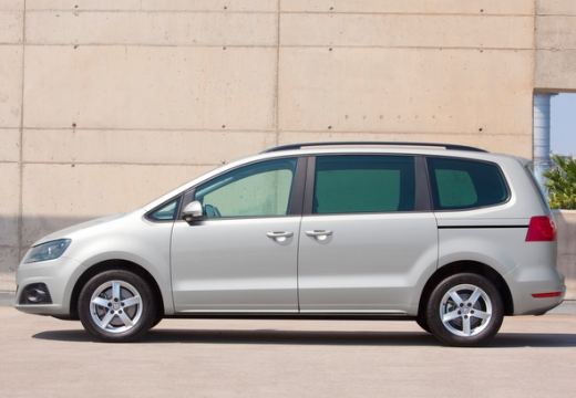 SEAT Alhambra van silver grey boczny lewy