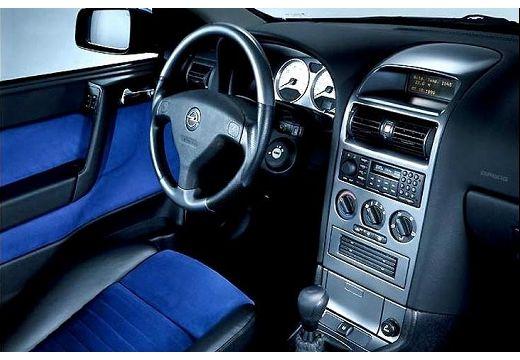 OPEL Astra II Bertone coupe niebieski jasny wnętrze