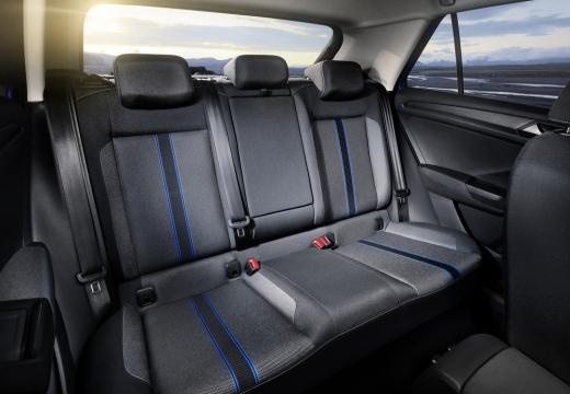 VOLKSWAGEN T-ROC hatchback wnętrze