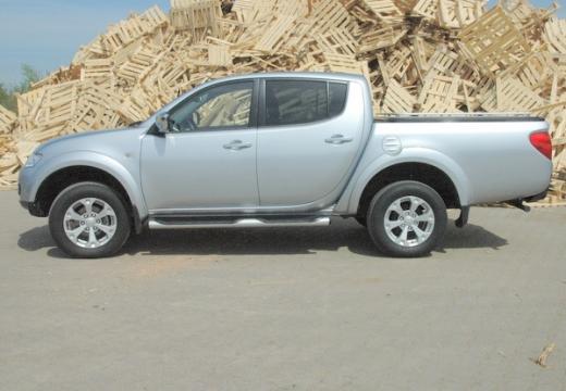 MITSUBISHI L 200 L200 pickup silver grey boczny lewy