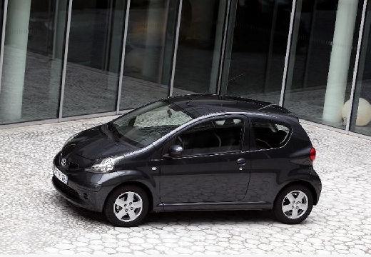 Toyota Aygo I hatchback czarny przedni lewy