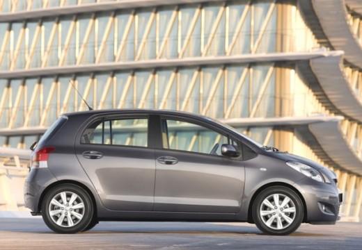 Toyota Yaris IV hatchback silver grey boczny prawy