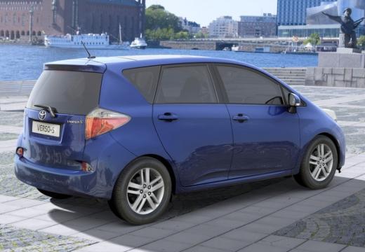 Toyota Verso-S hatchback niebieski jasny tylny prawy