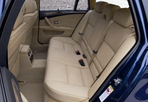 BMW Seria 5 Touring E61 II kombi niebieski jasny wnętrze