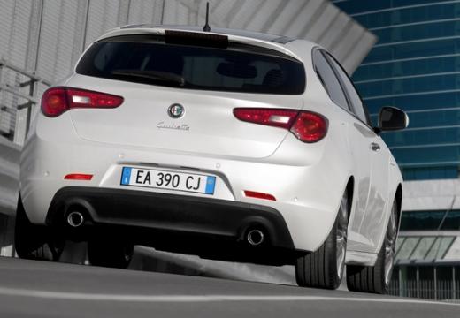ALFA ROMEO Giulietta II hatchback biały tylny prawy