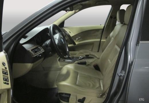 BMW Seria 5 sedan wnętrze