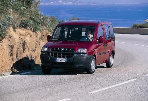 FIAT Doblo II kombi bordeaux (czerwony ciemny) przedni lewy