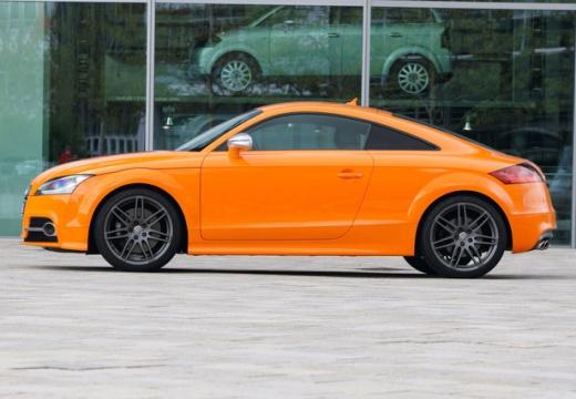 AUDI TT II coupe pomarańczowy boczny lewy