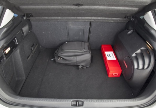 CITROEN C4 III hatchback silver grey przestrzeń załadunkowa
