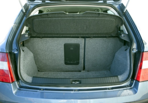 FIAT Stilo I hatchback przestrzeń załadunkowa
