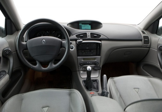 renault laguna ii 1 9 dci privilege hatchback i 107km 2001. Black Bedroom Furniture Sets. Home Design Ideas