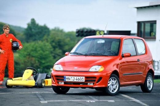 FIAT 600 hatchback pomarańczowy przedni lewy