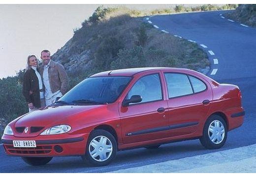RENAULT Megane Classic II sedan czerwony jasny przedni lewy