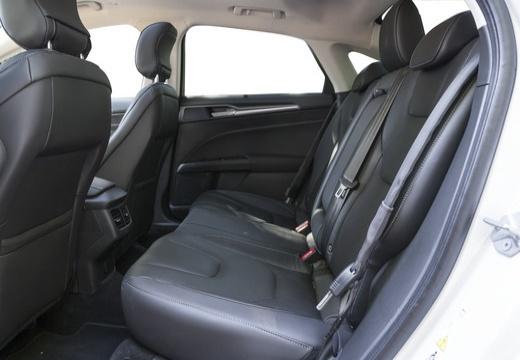 FORD Mondeo VIII sedan wnętrze