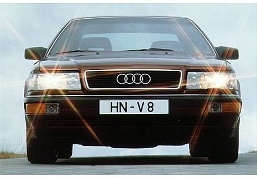 AUDI V8 sedan bordeaux (czerwony ciemny) przedni