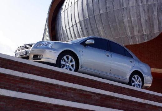 Toyota Avensis III sedan silver grey przedni lewy