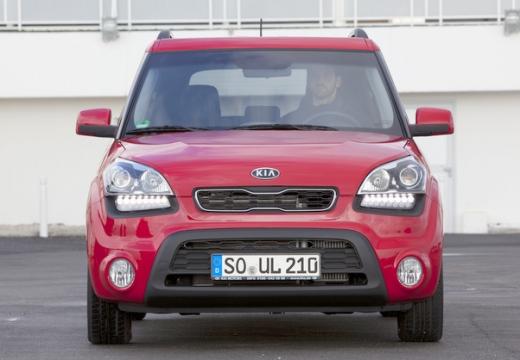 KIA Soul II hatchback czerwony jasny przedni