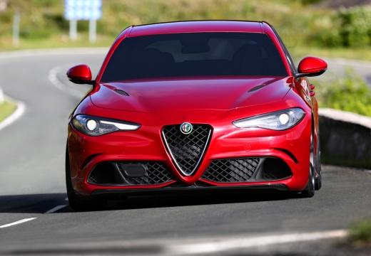 ALFA ROMEO Giulia sedan czerwony jasny przedni